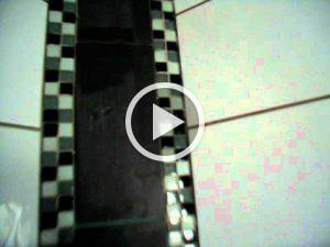 Pfuschprofis - Profi Pfusch am Bau dieser-fliesenleger-hat-keine-ah-300x225